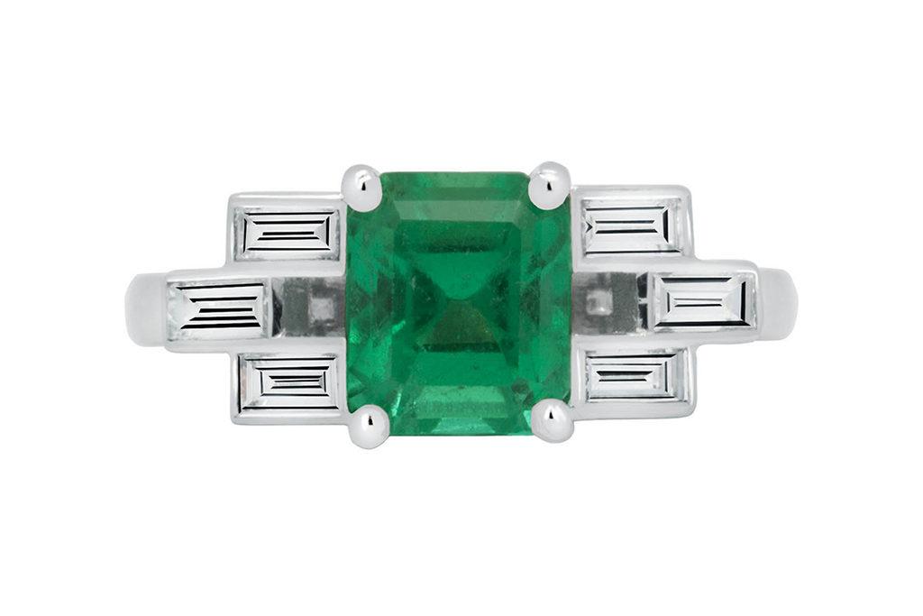 Classic With Emerald Centre