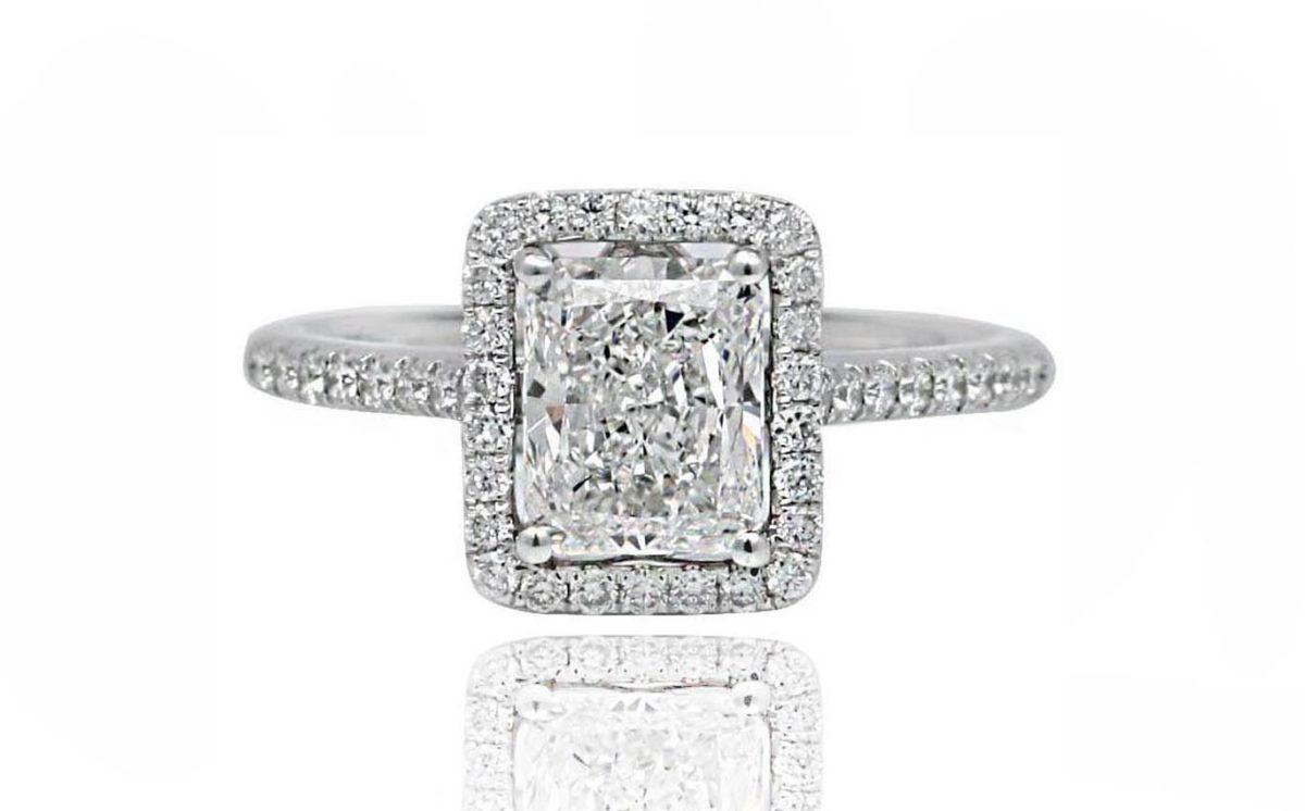 RADIANTE white gold emerald cut diamond ring