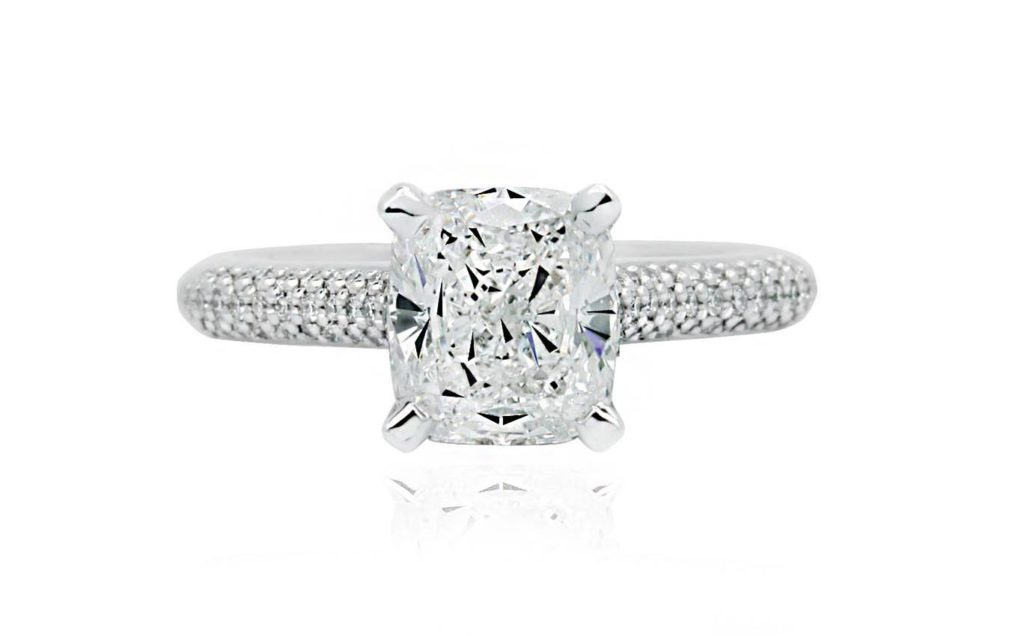 Engagment rings with side diamonds