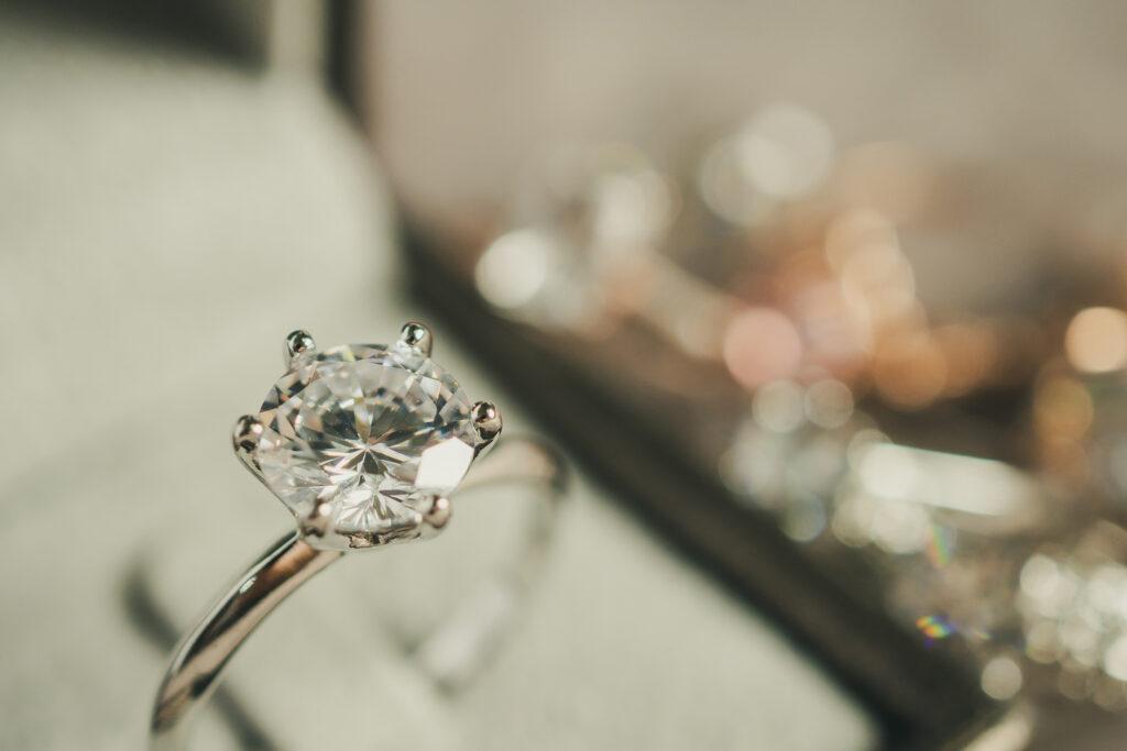 Luxury platinum engagement ring